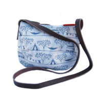 Camping Smile bag by Tamelia